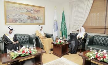 HE the MWL's Secretary General Dr. Mohammad Alissa met at his office this morning the UAE Ambassador HE Shakhboot bin Nahyan Al-Nahyan. They discussed issues of common interest.