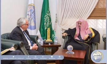 His Excellency the Secretary General of the Muslim World League receives in his offices Mr. Rolf Willy Hansen, the Norwegian ambassador.